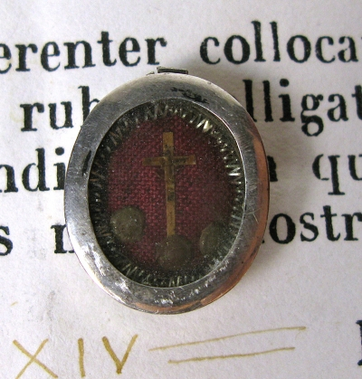 Vatican documented small reliquary theca with relics of the True Cross