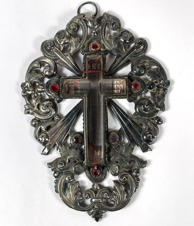 Spectacular reliquary with an important relic of the True Cross of Jesus Christ