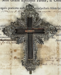 1744 Documented reliquary with important relic of the True Cross of Jesus Christ